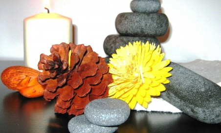 Massaggio con le pietre calde (hot stone massage)